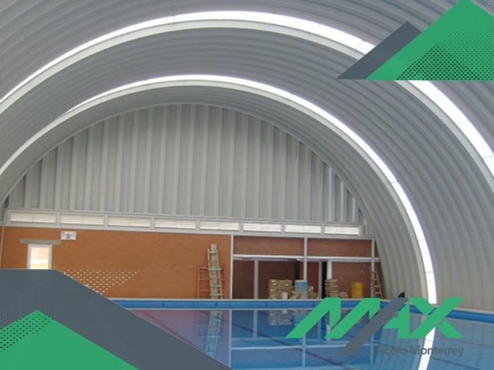 El arcotecho es una construcción económica por las dimensiones que alcanza la lámina que lo cubre. ¡Somos fabricantes de láminas! Enviamos a todo México.