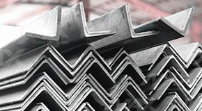 Perfil ángulo comercial, fabricado con acero.
